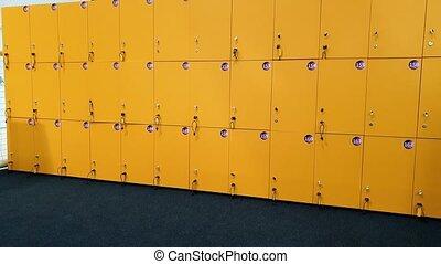 gymnase, casier, appareil photo, vidéo, 4k, portes, panoramique, long, rang