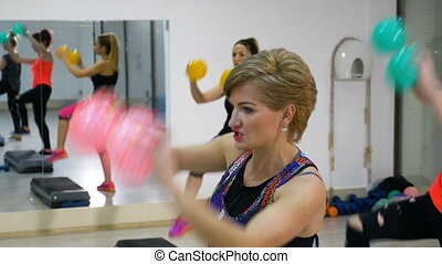 gymnase, exercisme, ensemble, mûrir, fitness, femmes