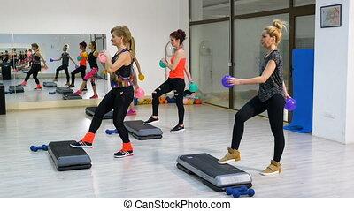 gymnase, femmes, groupe, fitness