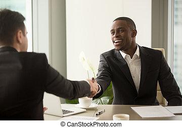ha, business, caucasien, séduisant, associé, africaine, homme affaires
