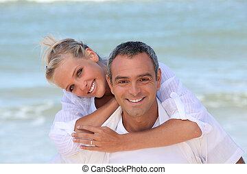habillé, couple, plage, blanc