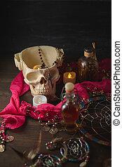 halloween, effrayant, ésotérique, sorcière, mortier, table., crâne, vie, bougies, potions, bouteilles, encore, ou, vendange, concept.
