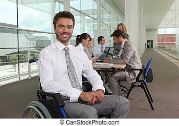 handicapé, collègues, ouvrier, bureau