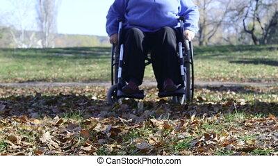 handicapé, femme aînée