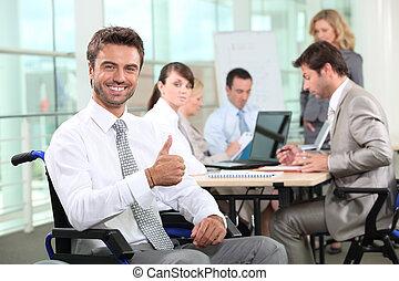 handicapé, homme affaires, sourire, bureau
