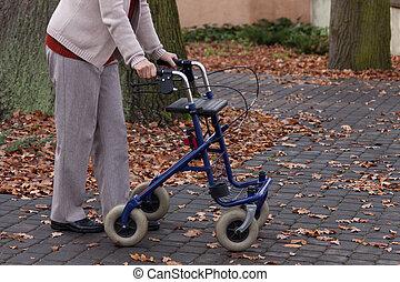 handicapé, marcheur, marche, dehors