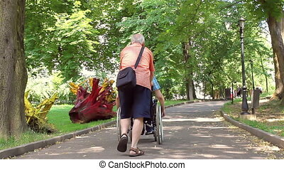 handicapé, personne agee, jeune homme