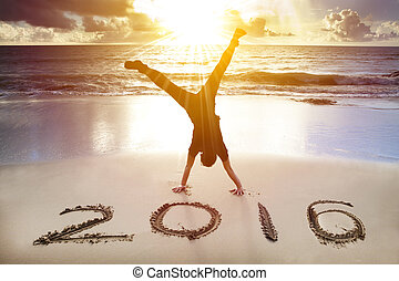 handstand, jeune, 2016., année, nouvel homme, plage, heureux