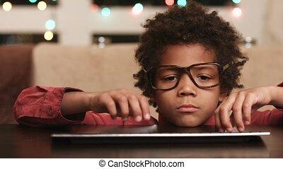 happiness., enfant, exprimer, clavier