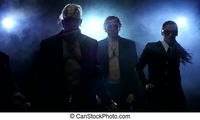 haut, dancer., club, hommes, strip-tease, silhouette., fumée, nuit, femme, fin, fort