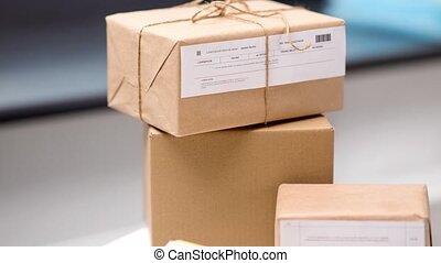 haut fin, bureau, boîtes poteau, paquet