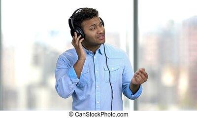 headphones., écoute, gai, musique, homme