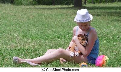 herbe, chiot, chien, enfant avoirs
