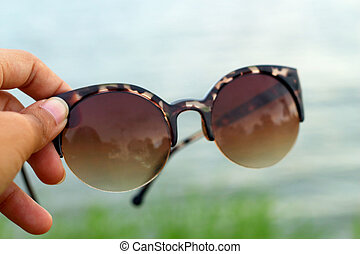 herbe, lunettes soleil
