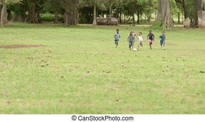 heureux, football, jouer, enfants