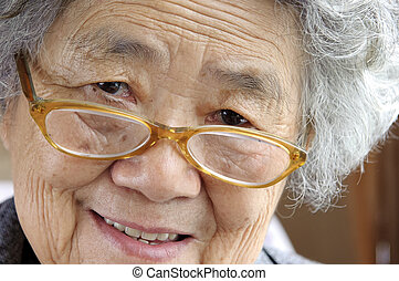 heureux, grand-mère