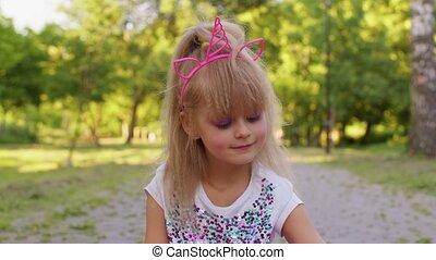 heureux, jouet, pop, jouer, rotation, anti-stress, soulagement, inquiétude, il, parc, tension, girl, sensoriel
