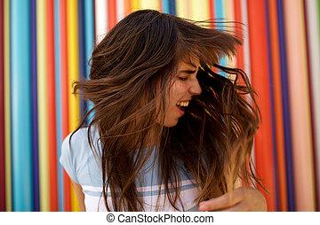 heureux, long, jeune, cheveux haut, fin, femme, elle, secousse