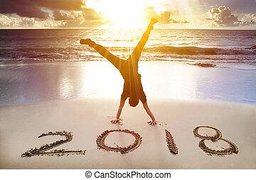 heureux, nouveau, 2018, homme, handstand, concept, plage., année