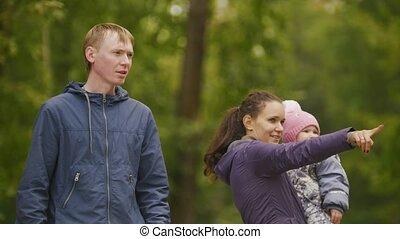 heureux, peu, park:, maman, mère, -, automne, quelque chose, enfant, dorlotez fille, spectacles, family:, père