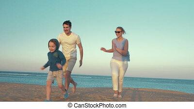 heureux, plage, trois, famille, jouer