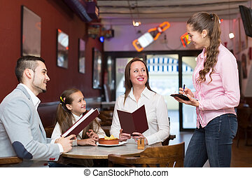 heureux, serveuse, famille