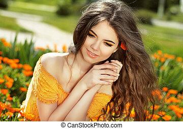 heureux, sur, souffler, souci, beauté, enjoyment., liberté, concept., gratuite, girl, femme, field., long, hair., outdoors., fleurs, nature., apprécier