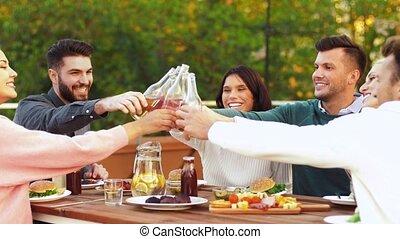 heureux, toit, fête, grillage, amis, boissons