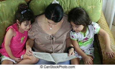 heureux, vue, lecture, famille, sommet