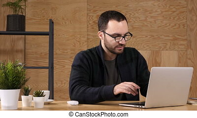 himself., conversation, homme, ordinateur portable, hipster