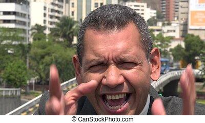 hispanique, agent affaires fâché