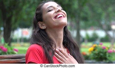 hispanique, femme souriante, rire, jeune