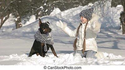 hiver, elle, neige, chien, dehors, amusement, girl, jouer, avoir, jour, heureux
