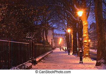 hiver, géorgien, scène, neige, traditionnel, maisons, nightime