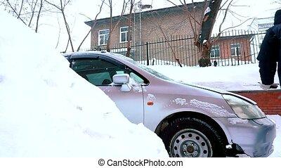 hiver, neige, capuchon, ouvre, homme, chutes, repair., voiture