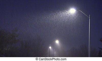 hiver, neige, contre, chutes, snow., lampe, rue, réverbère, fond, nuit, tomber, night.
