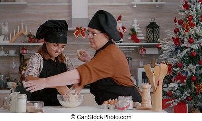 hiver, pâte, culinaire, préparer, tablier, cuisine, biscuits, porter, fait maison, petit-enfant