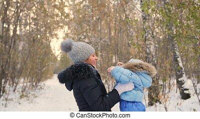 hiver, rotation, park., mère, bébé, jouer