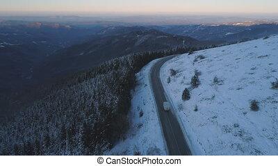 hiver, vue, route, conduite, glace, suivre, aérien, bourdon, camion