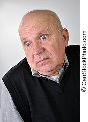 homme aîné, expression, confondu
