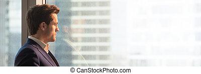 homme affaires, bureau, image, panoramique, regarder, complet, fenêtre
