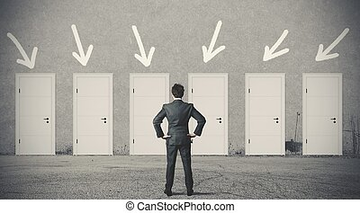 homme affaires, droit, porte, choisir