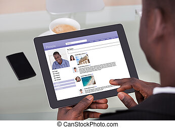 homme affaires, gestion réseau, sites, bavarder, social