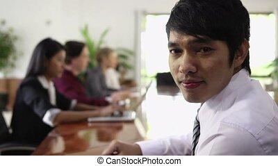 homme affaires, heureux, asiatique, jeune