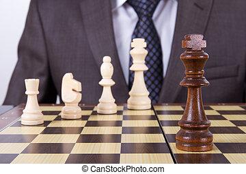 homme affaires, jeu, jouant échecs