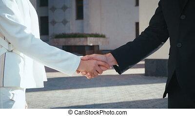homme affaires, mains, collègue, professionnels, secousse, femme affaires, hands., closeup.