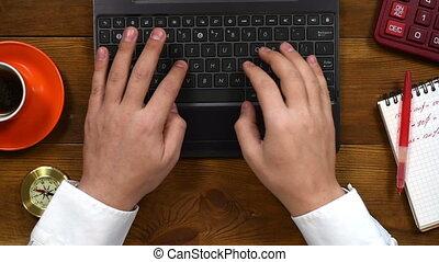 homme affaires, ordinateur portable, dactylographie