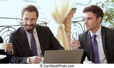 homme affaires, réunion, deux, déjeuner