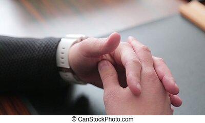 homme affaires, sien, faire gestes, mains