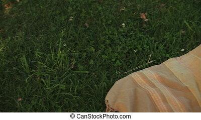 homme, beau, herbe, dormir